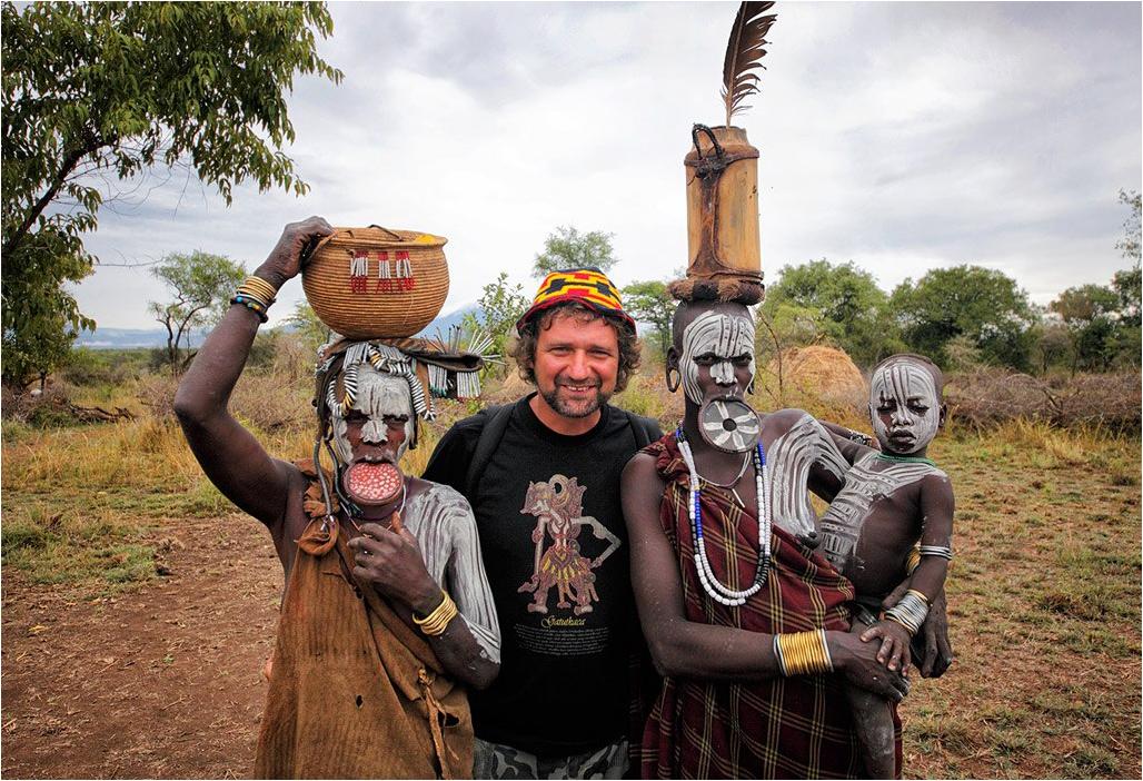 Ethiopia - Подружки из племени мурси