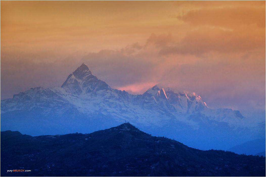 Восход солнца над вершиной Мачапучаре (Рыбий хвост)