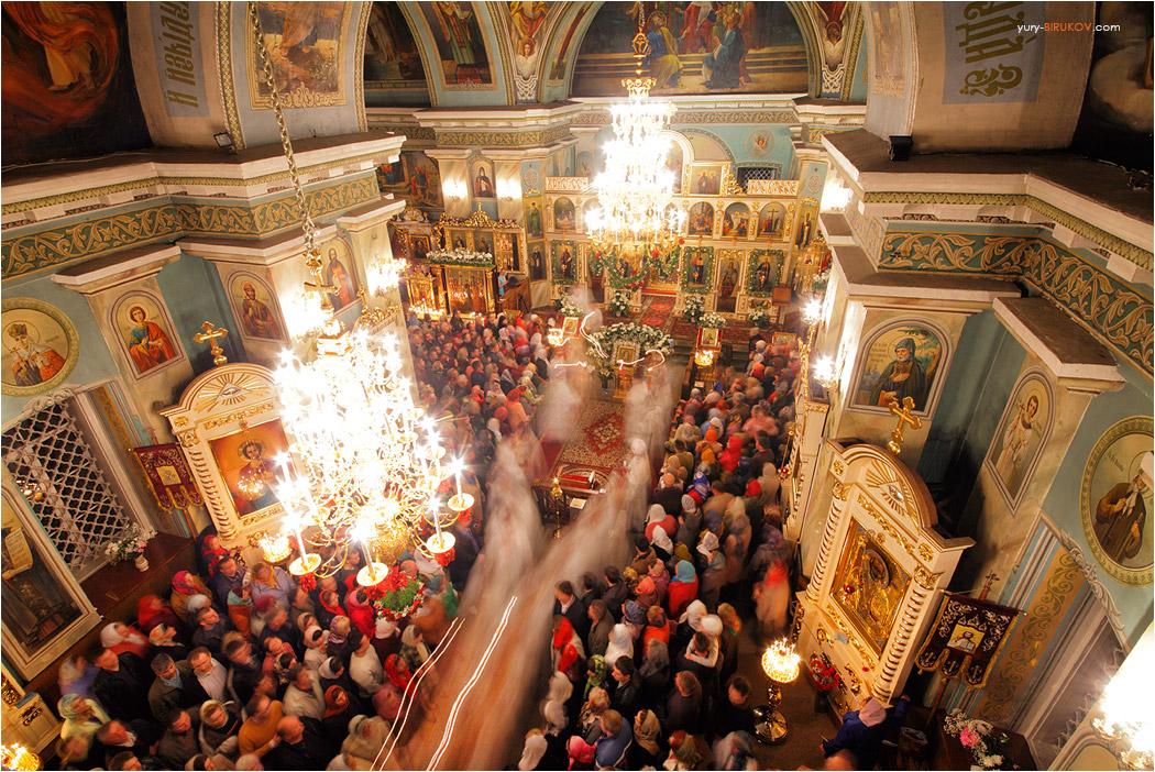 Пасхальная ночь в петропавловском соборе (начало крестного хода)