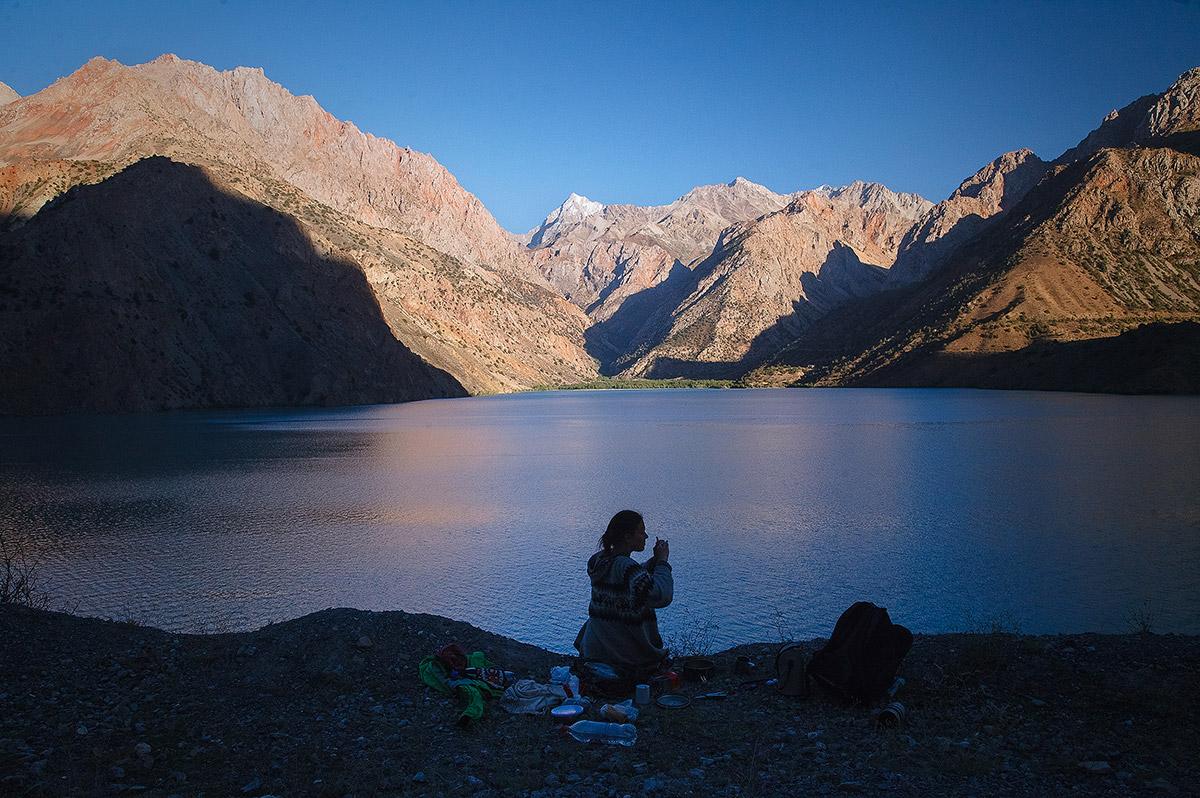На берегу озера Искандер-Куль в фанских горах