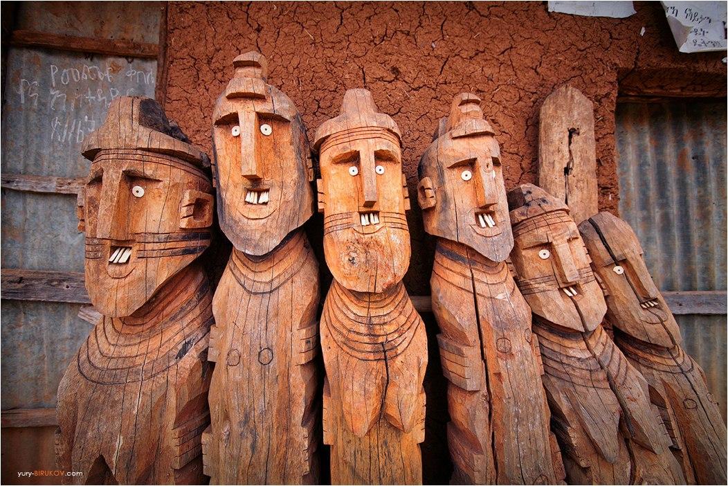 Старинные идолы племени Консо