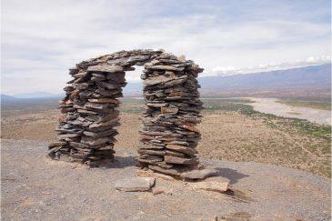Астрономический инструмент солнечной обсерватории инков на горе в местечке Фуэрте Кемадо. Аргентина
