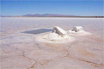 Добыча соли в солончаке Салинас-Грандес Аргентина