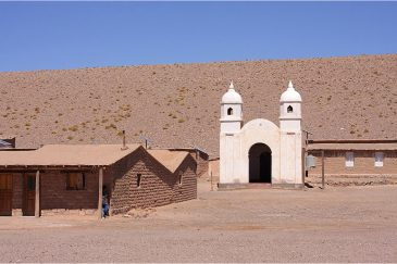Церковь и безлюдный поселок Дикого Запада. Аргентина