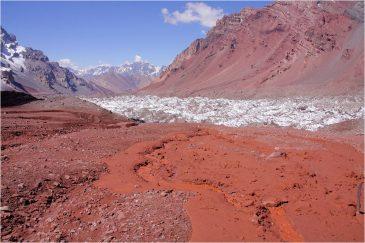 Красная земля и ледники аргентинских Анд. Аргентина