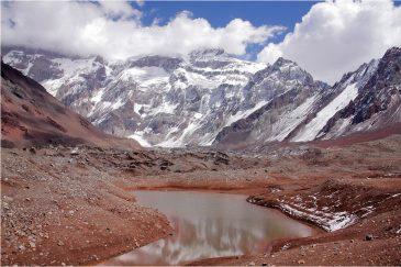 Ледниковое озеро у подножия Аконкагуа. Аргентина