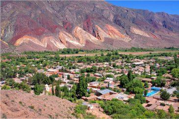 Разноцветные скалы в долине Умауака (провинция Хухуй). Аргентина