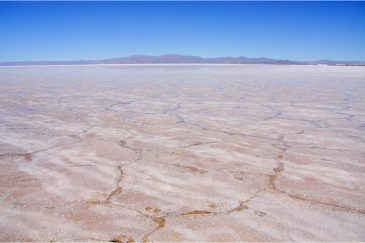 Солончак Салинас-Грандес в провинции Хухуй на севере Аргентины