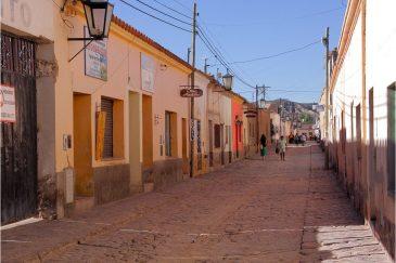 Старинные испанские улочки городка Humahuaca. Аргентина