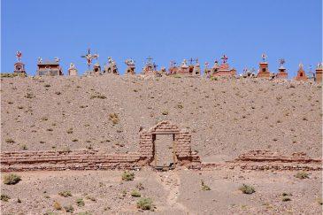 Старое кладбище в пустыне Сьерра-Пампа