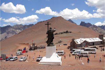 Статуя Христа на границе Аргентина-Чили