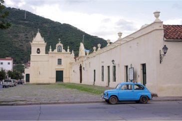 У стен монастыря в г. Сальта. Аргентина