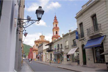 Улицы старинного испанского города Сальта. Аргентина