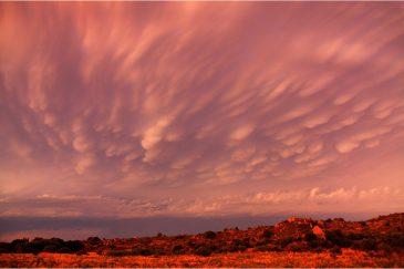 Облака Асператус и вечернее небо над просторами Гран-Чако. Аргентина