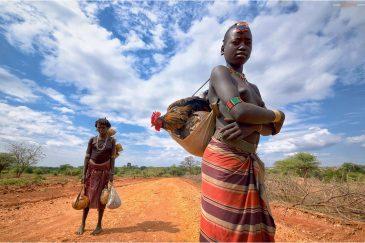 Девушки племени Хамер в деревне Димека. Эфиопия