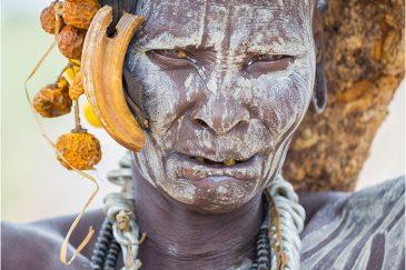 Портрет женщины племени Мурси