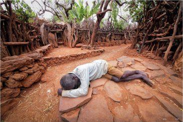 Пьяные аборигены племени Консо. Эфиопия