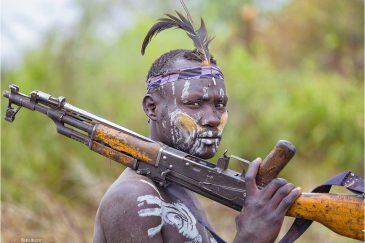 Воин племени мурси