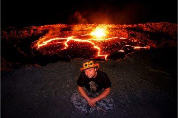 Кратер действующего вулкана Эрта Але во впадине Данакиль. Эфиопия