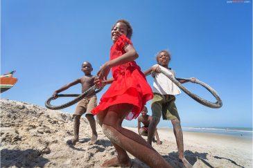 Детские игры на пляже. Мадагаскар