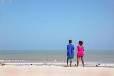 Мадагаскарцы на отдыхе на пляже Морондавы