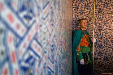 Караул у гробницы короля Мухаммеда V в Рабате