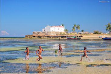 Детские игры на острове Мозамбик