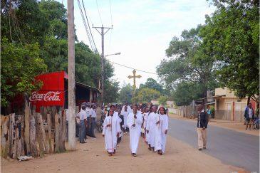 Христианское шествие в городе Килимане. Мозамбик