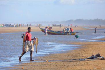 Вечерний улов рыбака. Мозамбик
