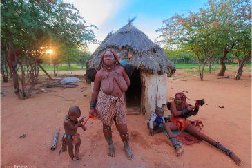 Утро в деревне племени Химба