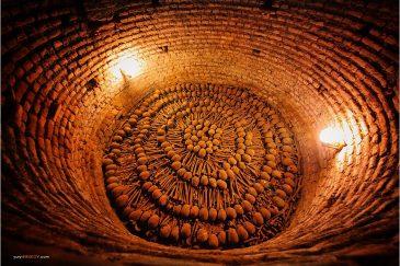 Средневековые кости в подвалах монастыря Святого Франциска в Лиме. Перу