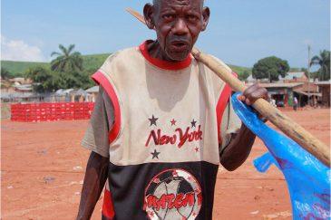 Дедушка в Танзании