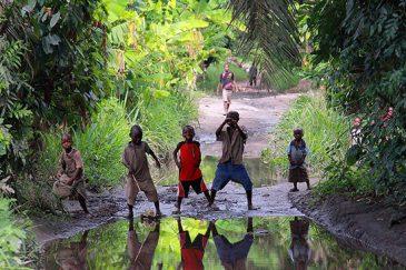 Деревенские дети в Танзании