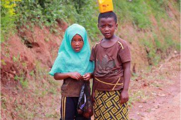 Дети в Лушото, в горах Усамбара. Танзания