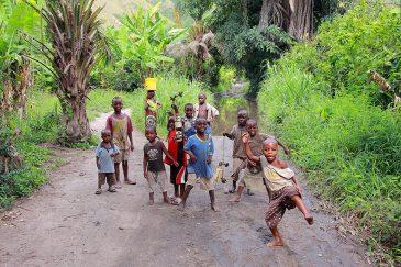 Детишки в деревне Матема на озере Ньяса