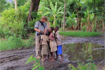 Детишки в деревне Матема на озере Ньяса - Южная Танзания