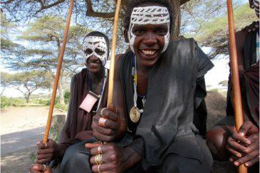 Юноши масаи в заповеднике Нгоронгоро