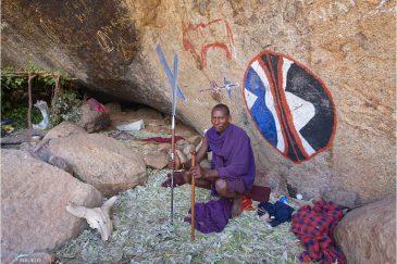 пещера воинов масаи возле горы Лонгидо