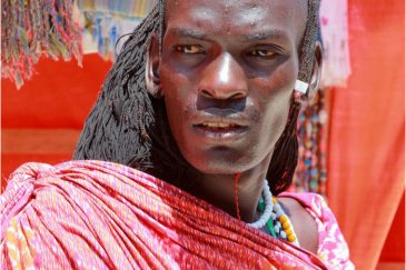 Масаи-охранник на Занзибаре