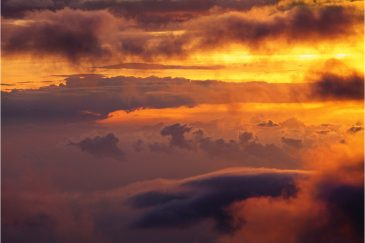 Драматические облака со склона горы Килиманджаро