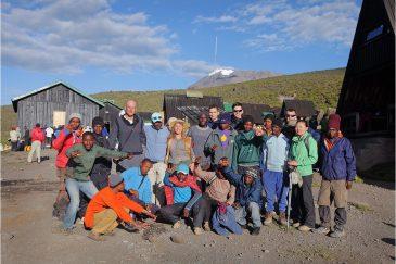 Наша команда с портерами после восхождения на Килиманджаро