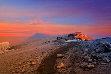 Вершина Килиманджаро (5895 м.) - крыша Африки