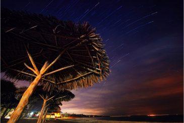 Звездные дорожки на пляже под Дар-эс-Саламом