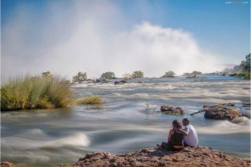 Африканская пара и водопад Виктория
