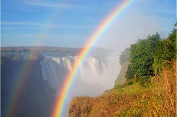 Двойная радуга над водопадом Виктория