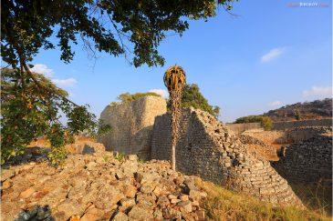 Стены цитадели Великого Зимбабве