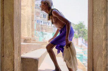 Старик в святом городе Варанаси