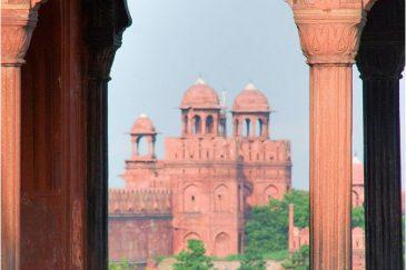 Красный Форт в Дели. Вид с балкона мечети Джамма-Масджид. Индия