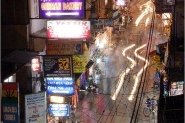 Знаменитая улица Мэйн Базар в Дели. Индия