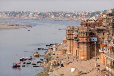 Древний город Варанаси (Бенарес) и река Ганга. Индия